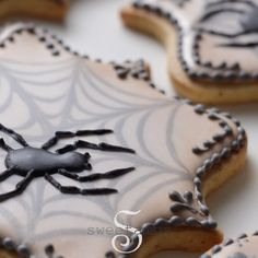 """19k Likes, 129 Comments - SweetAmbs - Amber Spiegel (@sweetambs) on Instagram: """"Happy October!!! 🎃🕷🕸💀👻 Watch the full video on how to make these creepy spider cookies at…"""""""