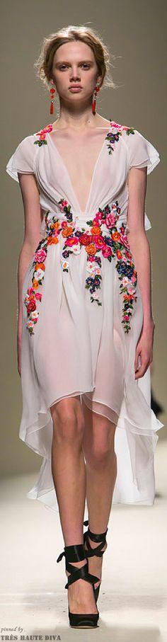 FW Alberta Ferretti Spring/Summer 2014 Bea B. Runway Fashion, Fashion News, High Fashion, Fashion Show, Womens Fashion, Beautiful Gowns, Beautiful Outfits, Fashion Details, Fashion Design