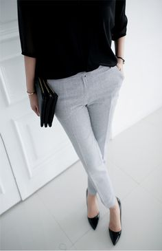 light grey & black | contrast | light grey skinny pants | black 3/4 sleeve top | black clutch | clack pointy heels | classic, chic | modern, minimal work look