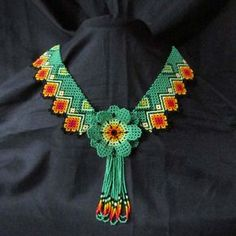 Collares : Collar Flor Flecos Brick Stitch Earrings, Seed Bead Earrings, Flower Necklace, Crochet Necklace, Beaded Necklace, Mexican Jewelry, Beaded Crafts, Native American Beading, Peyote Patterns