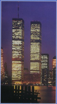 Night view of World Trade Center looking east from Hudson River, November 1984 .Windows on the World was on the top floor World Trade Center Nyc, Trade Centre, 11 September 2001, I Love Nyc, City That Never Sleeps, Hudson River, Jolie Photo, Willis Tower, Places To See