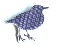 Broche graphique Oiseau bleu & blanc en Fimo et résine : Broche par barking-king