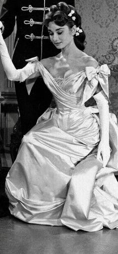 Audrey Hepburn 🖤 IG  withlove.alicia ADOREDABOVE.COM 🖤 09cf5c661fe34