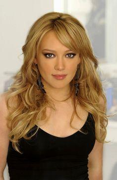 She is an actress, known for Source Code Gone Baby Gone Due Date and Schöne ProminenteFantastische MännerSchöne MenschenGeschichte Hilary Duff Photos Photos - Hilary Duff Going To A Meeting In Beverly Hills - Zimbio.