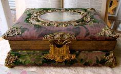 Victorian Velvet Antique Photo Album