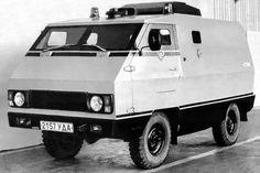 Произведено 2 единицsж В середине 1980-х в Ижевске разработали бронированный автомобиль Иж-039 для перевозки ценностей на базе УАЗ-3303-01 с оригинальным кузовом. Всего построили лишь 2 опытных образца. Collection Services, Auto Service, Car Brands, Concept Cars, Vehicles, Vans, Trucks, Van, Car