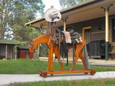 Coolest Saddle rack ever I want an English one tho. Horse Stables, Horse Barns, Horses, Horse Gear, Horse Tips, Saddle Rack, Wooden Horse, Horse Crafts, Horse Ranch