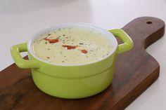 Caldo de milho verde y picante (Sopa de maíz verde y picante) Cheeseburger Chowder, Soup, Corn Chowder, Brazilian Cuisine, Meals, Soups, Chowder