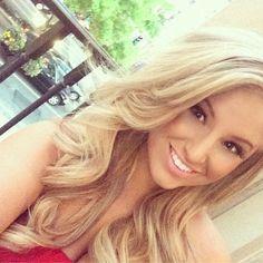 Natural makeup with beautiful curls.
