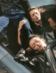 Audrey Marnay & Kate Moss for Calvin Klein Fall/Winter 1998 campaign.