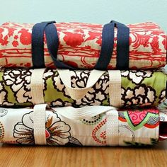 Casserole Carrier {Sewing Tutorials}This is a great pattern if you like to make and share casseroles! With this great step-by-step tutorial you'll be able to create this carrier even if your a sewing beginner! Make a couple and you have the perfect Christmas gifts!View This Tutorial