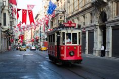 Old Instanbul tram on Istiklal Street | © Dmitry Birin/Shutterstock
