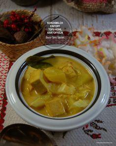 Ein Rezept für Eintopf aus Tofu, Kartoffeln und Kohl nach indonesischer Art, mit Kokosmilch verfeinert. Total Vegan. Es schmeckt frisch und herzhaft. Die Zubereitung ist blitzschnell und kinderleicht. Geeignet für das Feierabendkochen. Palak Paneer, Tofu, Ethnic Recipes, Coconut Milk, Turmeric, Vegan Stew, Asian Recipes, Potato