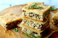 lihapiirakka-uunipellillä Breakfast Snacks, Spanakopita, Sandwiches, Bread, Baking, Ethnic Recipes, Food, Brot, Bakken
