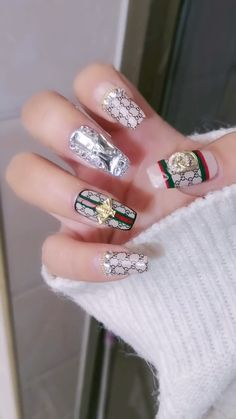 DIY Nail art designs that are actually very Easy. Nail art design needs to be attractive and fashion Nail Art Designs Videos, Diy Nail Designs, Nail Art Videos, Nail Swag, Fabulous Nails, Gorgeous Nails, Coffin Nails, Acrylic Nails, Blush Pink Nails