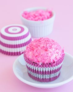 Pink, fluffy, and fun - these copycat snow ball cupcakes are a must try! These coconut marshmallow cupcakes are a moist chocolate cupcakes with a layer of marshmallow frosting wrapped in pink shredded coconut and a gooey center, who could resist really? They taste just like your childhood guilty pleasure, snoballs! #coconutcupcakes #marshmallowcupcake #snoballcupcakes #snoballs #snowballcupcakes #valentinecupcakes Marshmallow Cupcakes, Coconut Cupcakes, Yummy Cupcakes, Chocolate Fudge Cake, Chocolate Marshmallows, Chocolate Cupcakes, Easy Cupcake Recipes, Easy Desserts, Dessert Recipes
