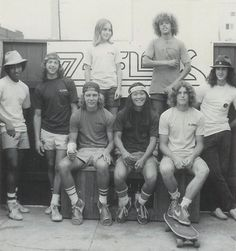 z boys.Tony Alva - So in love! My brothers were awesome skateboarders, too. One of them used to work at a skateboard park in Fountain Valley. I totally wanted to work there. For the boys, though. Stacy Peralta, Lords Of Dogtown, Jay Adams, Old School Skateboards, Vintage Skateboards, Tony Alva, Vive Le Sport, Skate And Destroy, Retro Vintage