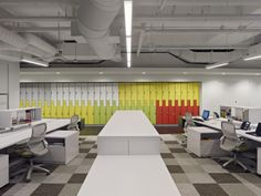 Chilewich Plynyl® Tile Flooring was selected in three different colors for TM Advertising by Gensler. All Chilewich flooring is made in USA. Furniture Ads, Office Furniture, Office Decor, Office Ideas, Office Space Design, Workplace Design, Locker Designs, Agency Office, White Laminate