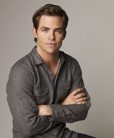 The lovely Chris Pine - aka Captain Kirk Star Trek 2009, Quiff Hairstyles, Men's Hairstyle, Trainer, Attractive Men, Good Looking Men, Cute Guys, Celebrity Crush, Beautiful Men