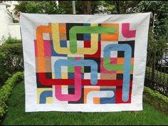 Manta/colcha em patchwork e apliquê O labirinto - Faça esta peça no Maria Adna Ateliê - Endereço: Av. das Carinas, 739, Moema, São Paulo - Fones: 11-5042-0145 e 11-99672-8865 (WhatsApp), Email: ama.aulasevendas@gmail.com. Estacionamento próprio. FACEBOOK: https://www.facebook.com/MariaAdnaAtelie