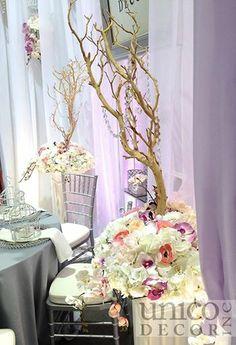 Manzanita tree with a flower base...LOVE! (www.unicodecor.com)