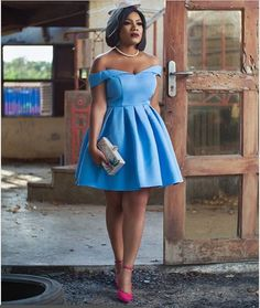 One of the most celebrated Ghanaian actresses, Zynnell Zuh has recently released her latest hot shot on the social media and Ghanaians are no getting enough of its class. African Bridesmaid Dresses, Short African Dresses, Latest African Fashion Dresses, African Print Fashion, Lace Dress Styles, African Traditional Dresses, Frack, African Attire, Classy Dress