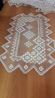 Randa handmade lace how it is made como se hace – Artofit Crochet Table Topper, Crochet Table Runner, Crochet Tablecloth, Crochet Dollies, Crochet Lace, Knitting Patterns, Crochet Patterns, Fillet Crochet, Lacemaking