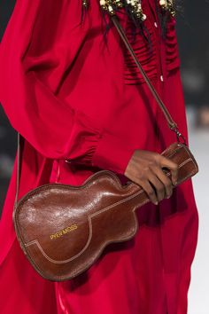 Pyer Moss at New York Fashion Week Spring 2020 - Details Runway Photos New York Fashion, Uk Fashion, Paris Fashion, Best Handbags, Fashion Handbags, Tom Ford, New Yorker Mode, Novelty Bags, Best Bags