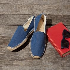 Stay classic with Soludos Men's Slipper Washed Blue Canvas