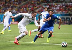 Wayne Rooney of England controls the ball against Andrea Barzagli of Italy during the 2014 FIFA World Cup Brazil Group D match between England and Italy at Arena Amazonia on June 14, 2014 in Manaus, Brazil.