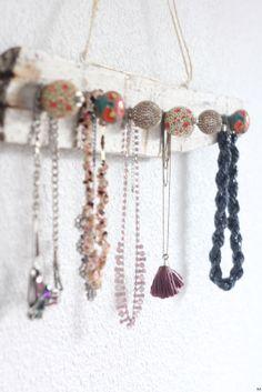 blog Une touche de rose: Le présentoir à colliers bohème