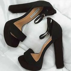 Wanna customize a pair of kicks like this - Shoes - - Diy-Damenschuhe Pretty Shoes, Beautiful Shoes, Cute Shoes, Women's Shoes, Me Too Shoes, Shoe Boots, Fall Shoes, Summer Shoes, Summer Outfit
