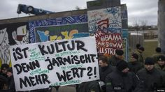 """Some 300 protesters came so close to the Berlin Wall that building work could no longer continue. One of the banners read: """"Is culture worthless?"""""""