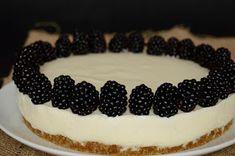 Hozzávalók 24 cm-es tortaformához   Az alaphoz  20 dkg zabkeksz  10 dkg olvasztott vaj   A joghurtos krémhez  50 dkg natúr jogh...