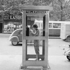 Iconic Photos of Vintage Paris Starting at 1867 In Photos: Vintage Paris- Vintage Paris Photos Vintage Paris, Old Paris, Vintage Black, Telephone Booth, Vintage Telephone, Vintage Photography, Street Photography, Photo Cabine, Balmain