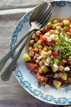 Salade pois chiche à la tomate, concombre et feta {recette végétarienne}