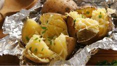 Pečená brambora je ideální rychlá večeře, která vždy potěší. Zkuste ji s pěti různými náplněmi, které jsou za chvilku hotové.