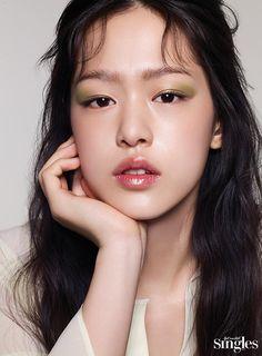 싱글즈 한성민 Runway Makeup, Beauty Makeup, Hair Makeup, Hair Beauty, Beautiful Figure, Most Beautiful Faces, Female Character Inspiration, Japanese Hairstyle, Beauty Shoot