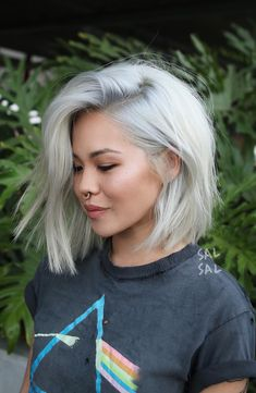 Pinterest: DEBORAHPRAHA ♥️ short blunt haircut and platinum hair color #platinum #blonde