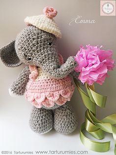 Amigurumi: Elefante Emma / Elephant Emma by Tarturumies Erase una vez… unas Navidades que fueron iluminadas por una dulce Elefantita, ella es nuestra dulce Emma ♥ ♥ ♥