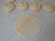 Tavada Mayasız Katmer Tarifi Yapılış Aşaması 11/20 Pogaca Recipe, Bread Baking, Food And Drink, Cookies, Breakfast, Desserts, Recipes, Baking, Crack Crackers