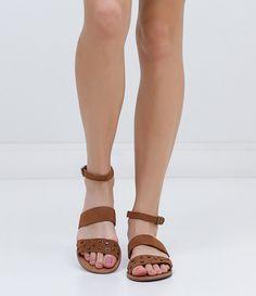 Rasteira feminina  Marca: Satinato  Material: camurça     COLEÇÃO INVERNO 2016     Veja outras opções de    rasteiras femininas.                Sobre a marca Satinato           A Satinato possui uma coleção de sapatos, bolsas e acessórios cheios de tendências de moda. 90% dos seus produtos são em couro. A principal característica dos Sapatos Santinato são o conforto, moda e qualidade! Com diferentes opções e estilos de sapatos, bolsas e acessórios. A Satinato também oferece para as…