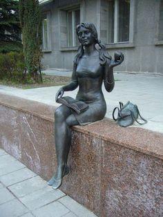 Monument student in Gomel, Belarus..... Памятник студентке  в Гомеле, Белоруссия