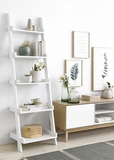Boira escalera estantera a pared / Orden amp; Boira, una bonita escalera e. Ladder Shelf Decor, Living Room Tv, Small Apartment Living, Home Interior Design, Room Inspiration, Home Accessories, Bedroom Decor, Home Decor, Mdf Shelving