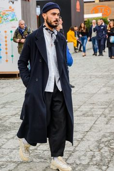 Mens Winter Fashion Tips Big Men Fashion, Milan Fashion, Winter Fashion, Fashion Trends, Modern Mens Fashion, Fashion Basics, Fashion Shirts, Fashion Styles, Fashion Ideas