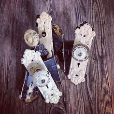 I've had these old door sets for a while now, if I had an old house I would be using them as is in the doors. But I think my landlord wouldn't appreciate my additions lol so I'm thinking I will split them up into sets of 3 and make them into hooks on piece of timber. What do you all think? #vintage #doorhandles #thehunterandtheowl #diy #rustic #hook