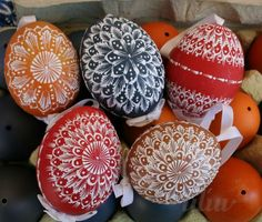 Easter Projects, Easter Crafts, Eastern Eggs, Diy And Crafts, Arts And Crafts, Carved Eggs, Ukrainian Easter Eggs, Egg Designs, Egg Art