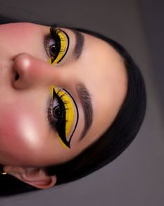 eye makeup sombras amarillo * eye makeup amarillo & eye makeup sombras amarillo & make up amarillo eye makeup Edgy Makeup, Bold Makeup Looks, Eye Makeup Art, Colorful Eye Makeup, Pretty Makeup, Eyeshadow Makeup, Eye Makeup Designs, 60s Makeup, Beauty Makeup