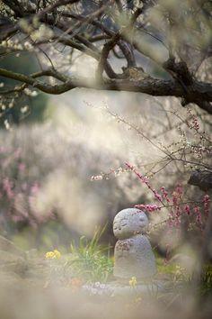 Jizo statue at Mt. Ayabe, Hyogo, Japan 綾部山梅林
