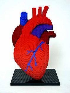 Corazón gigante hecho con piezas de Lego